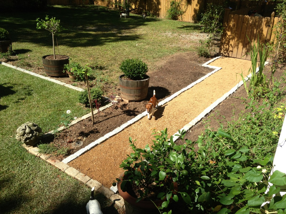 Simple pea gravel pathway lined with dimensional granite
